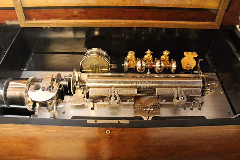 Very-large-interchangeable-Cylinder-Music-box